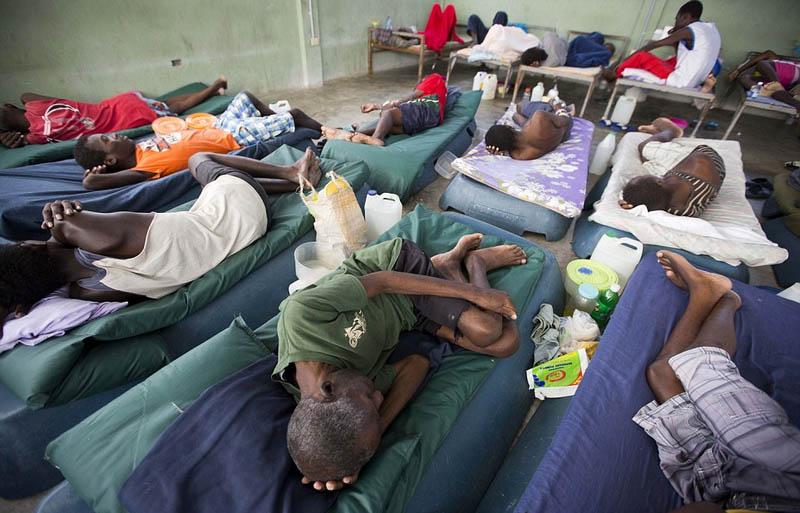 海地监狱环境恶劣 囚犯被迫塑料袋中排便