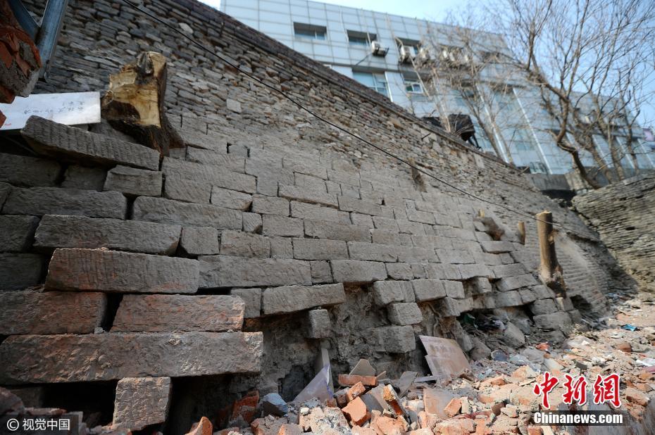 济南拆除违章建筑露出600岁古城墙
