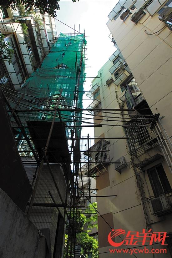 """在建的从中间楼层开始的""""半山梯"""""""