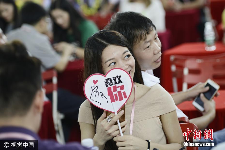东莞举行大型相亲会 数千男女求脱单