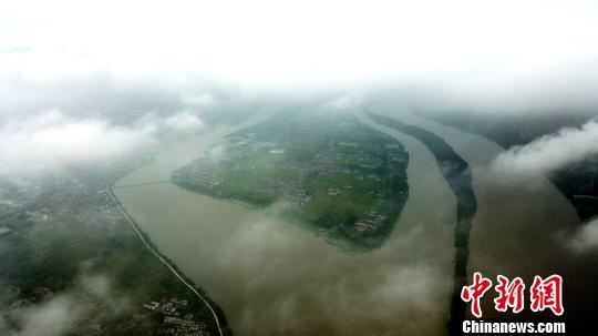 古城扬州秋雨过后现云海景观