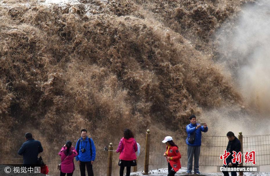 山西临汾壶口瀑布水量增加 呈现豪迈气势