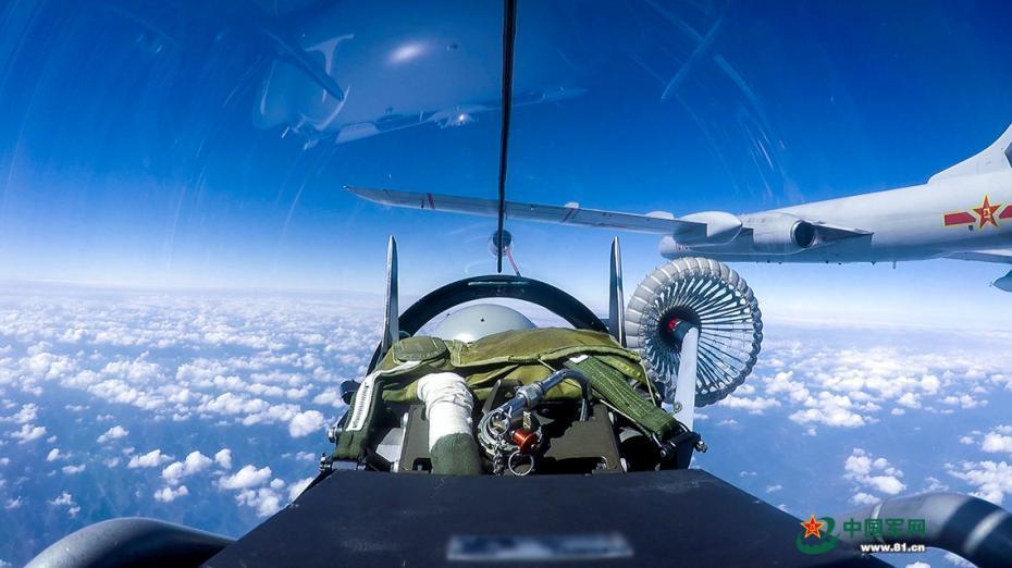 主视角近观战机空中加油全过程