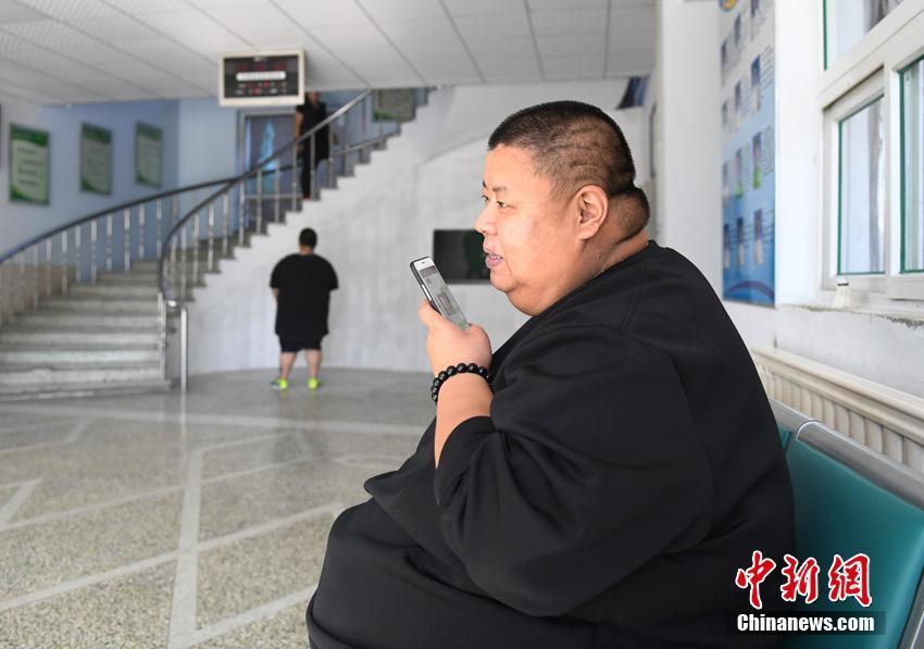 480斤肥胖男子立志减肥 期待恢复健康后照顾双亲