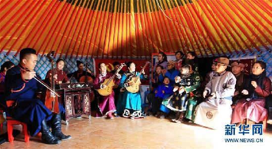(新华全媒头条·图文互动)(1)驰骋草原六十载 扛起红旗再出发——回访内蒙古最早的乌兰牧骑