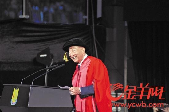 今年6月,李嘉诚出席汕大毕业典礼并发表演讲
