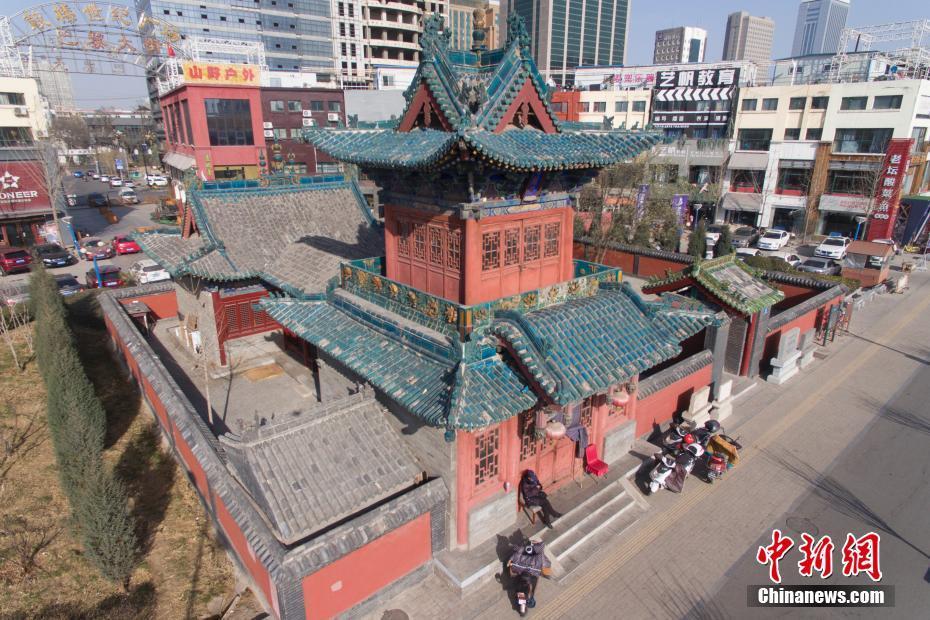 太原百年古建筑隐于闹市 高楼绕其而建