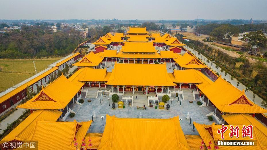 河南乡村现大型仿古建筑群 俯瞰格外豪华