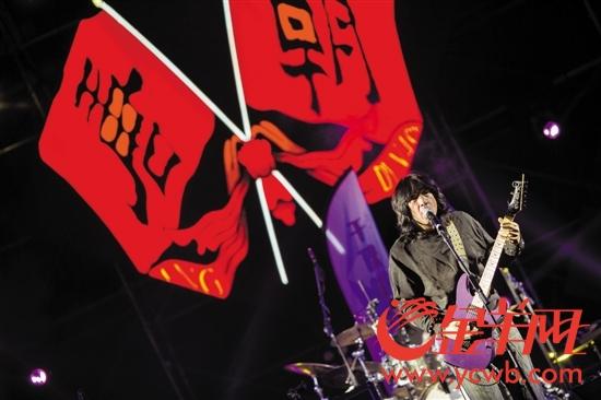 中国重金属摇滚乐开创者唐朝乐队在音乐节压轴演出