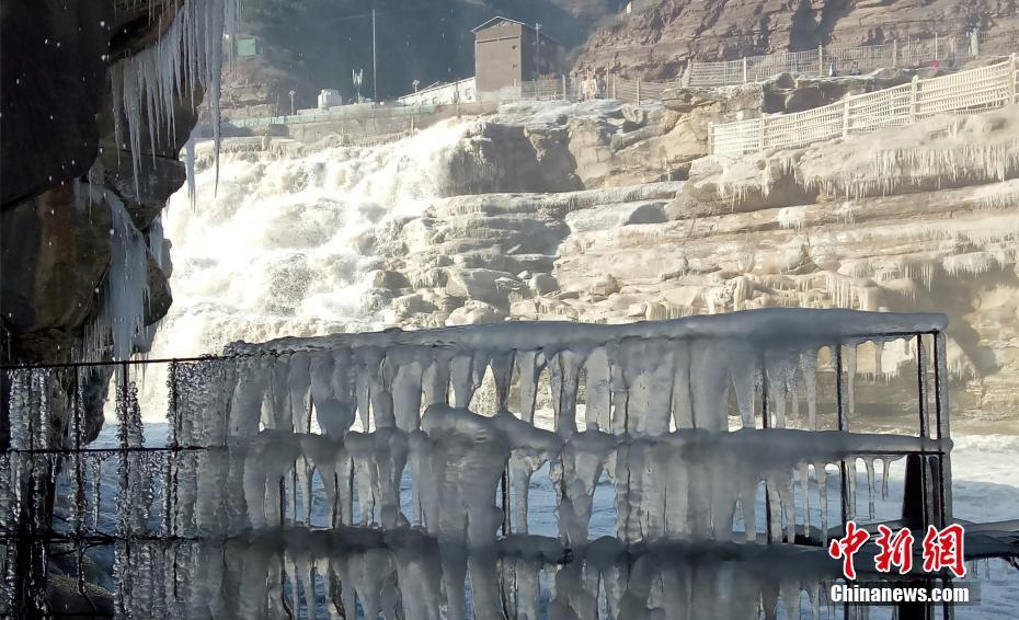 壶口瀑布现冰挂美景