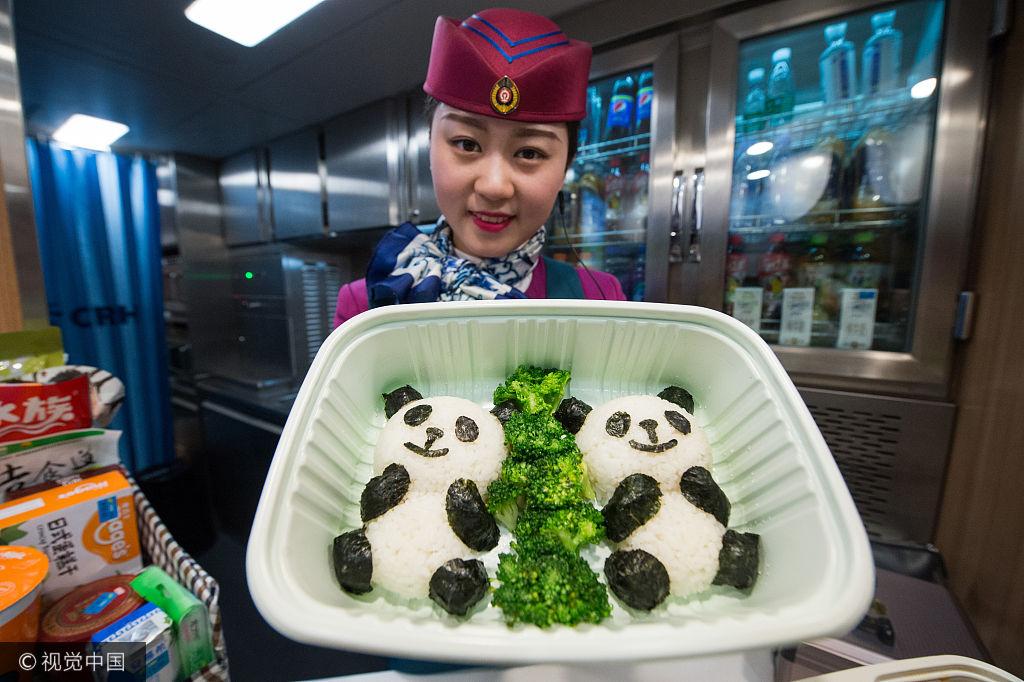 西成高铁上的美食车厢