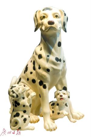 不同风格的生肖狗,憨态可掬。