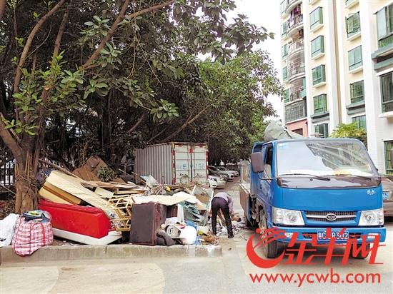 珠海:一小区大件垃圾堆放处