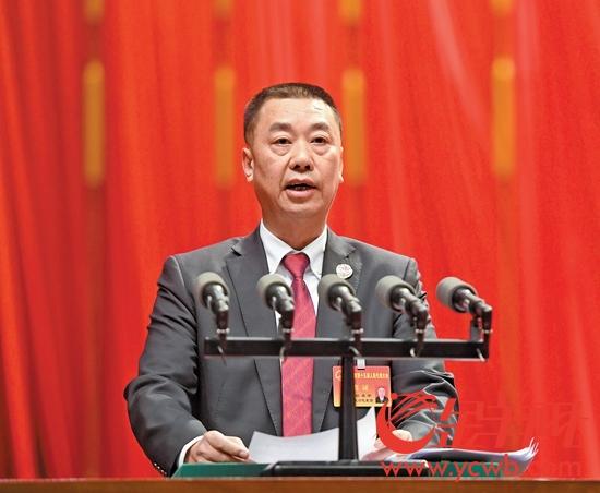 1月13日上午,广州市人民检察院检察长欧名宇向大会作检察院工作报告