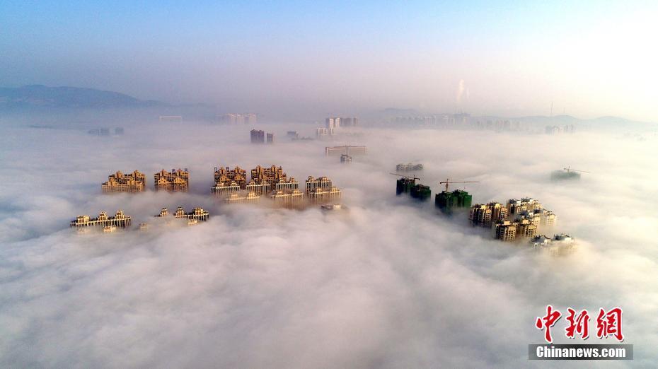 湖北荆门现平流雾奇观 云雾缭绕如仙境