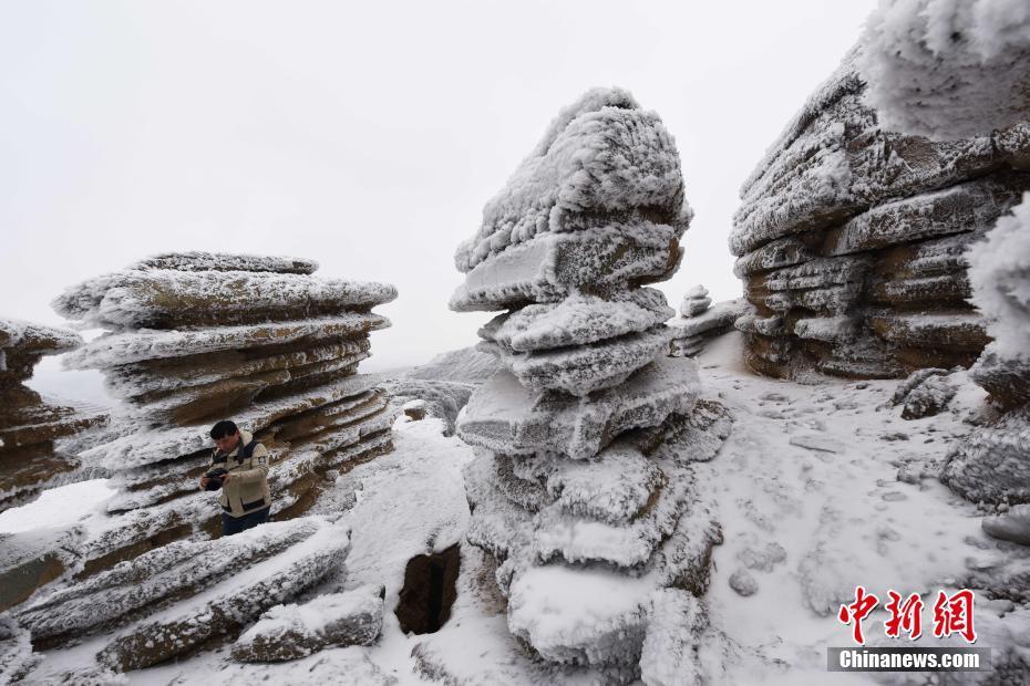 贵州铜仁雪落石林 层层叠叠美景如画