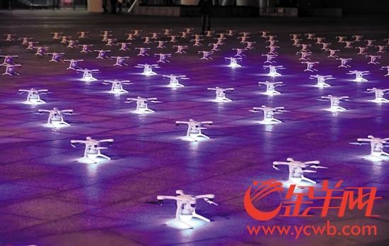 广州亿航无人机队准备升空表演