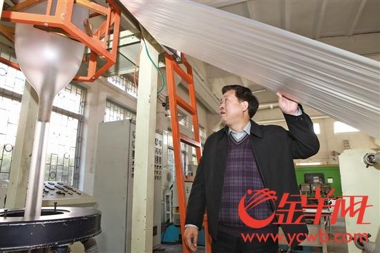 30年来,瞿金平一直默默耕耘着被很多人认为冷门的塑料加工成型技术