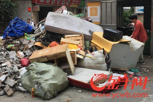 """垃圾分類趨嚴,廣州部分社區垃圾站大件垃圾""""爆倉"""""""