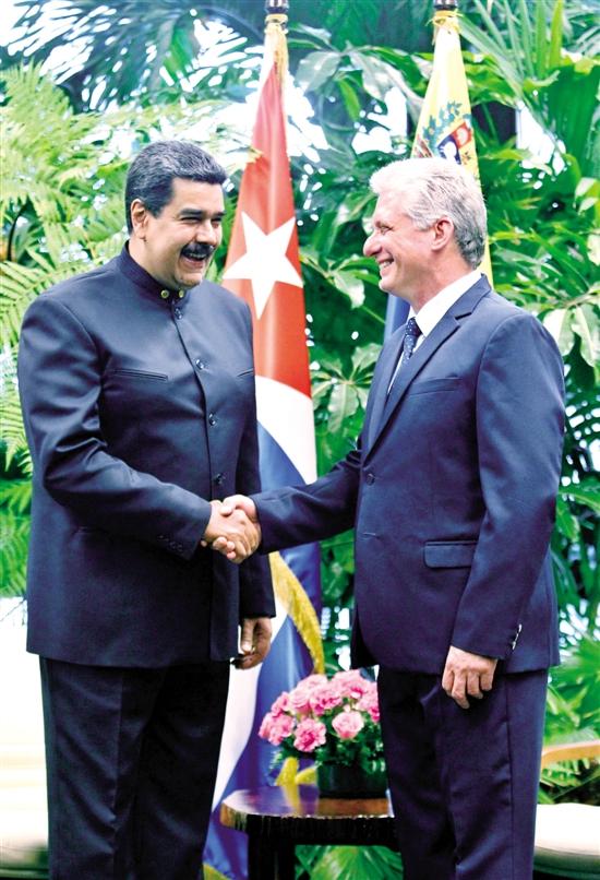 ▲迪亚斯-卡内尔(右)与马杜罗会晤