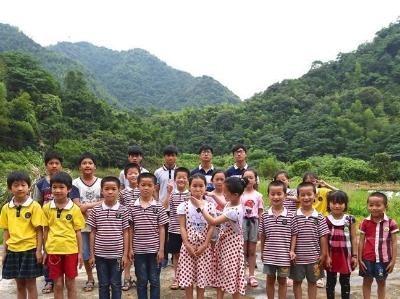 """绿水青山中的""""双胞胎""""村 千余名村民中有29对双胞胎"""