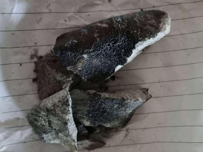 云南坠落陨石被找到 村民家屋顶被击穿