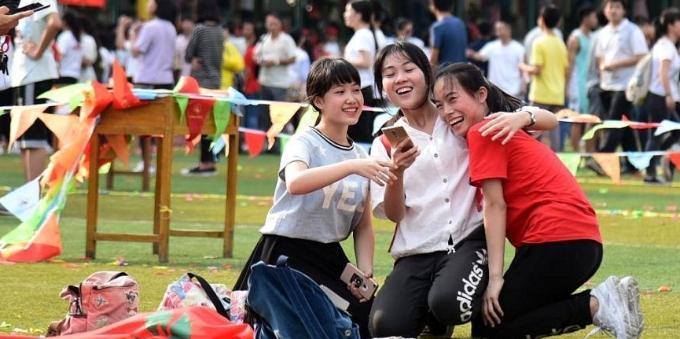 """广西高中为学生""""花式""""减压 轻松迎考"""