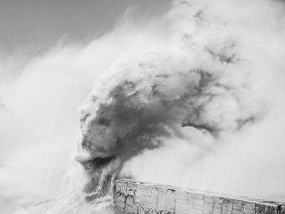 海怪來襲!英攝影師用海浪演繹神話人物
