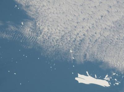 孤独漂浮18年 有史以来最大冰山正在迅速消失