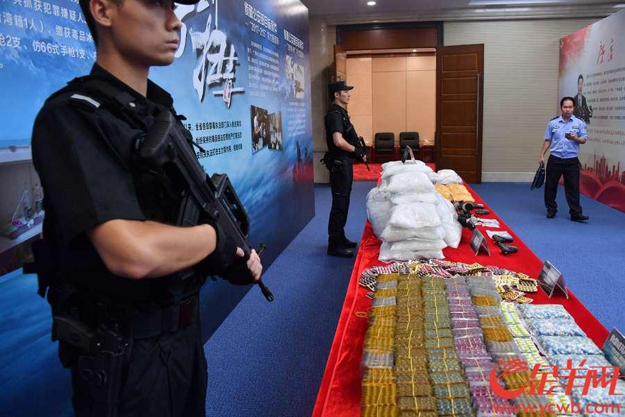 2018年6月13日,广东省禁毒办向媒体发布,今年1-5月间,全省侦破毒品案件4655宗,抓获嫌疑人5504人,缴获毒品5.4吨;查处吸毒人员近4万人,强制隔离戒毒约1.9万人,毒情形势得到有限遏制。 金羊网记者 黄巍俊 摄