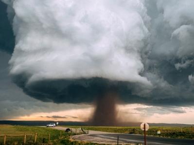 美攝影師捕捉超強龍捲風 若核爆現場驚險震撼