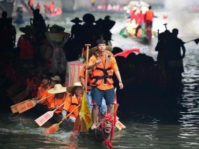 龙舟影像 鸿运国际娱乐场最有名土豪村端午龙舟招景