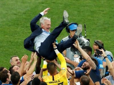 高卢雄鸡20年后再捧杯 队长德尚已成教练德尚