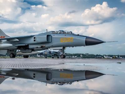 """中国空军参加""""国际军事比赛-2018"""" 五型战机和空降兵分队抵达俄罗斯"""
