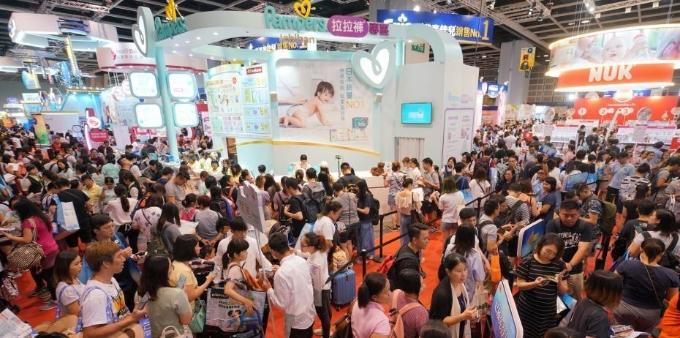 香港婴儿、儿童用品展吸引人潮