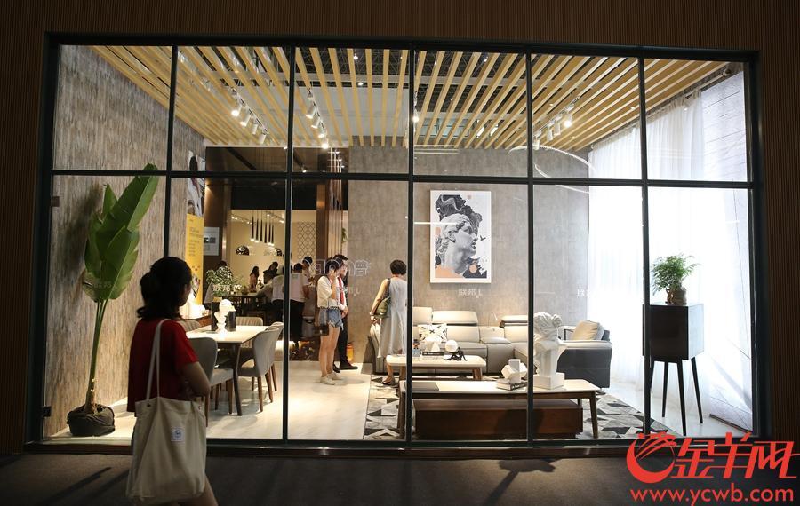 参展商别具一格的展位设计凸显产品。沙龙国际网站记者 王俊伟 摄
