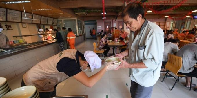杭州一餐厅免费提供素食午餐5年 传播正能量