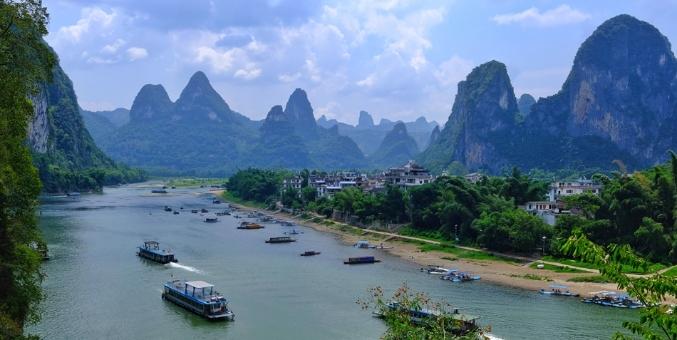 暑假阳朔游人如织 无人机航拍下的景致别样美