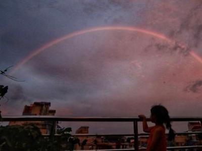 南京傍晚現彩虹 深淺兩條分外迷人