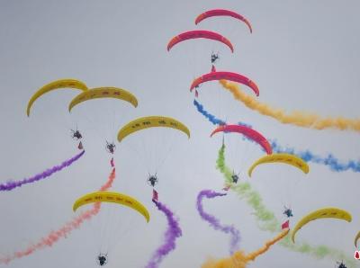 第七屆瀋陽法庫國際飛行大會開幕