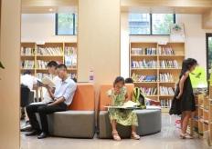 杭州开放自助图书馆 读者刷身份证即可阅读