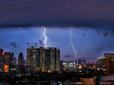 美丽闪电羊城夜空绘画