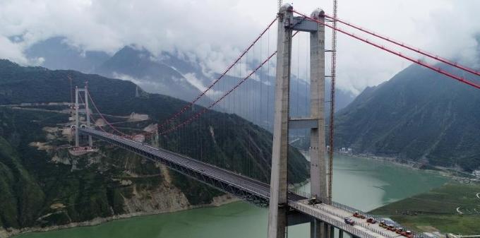 """雅康高速泸康段""""川藏第一桥""""建设进展加快"""
