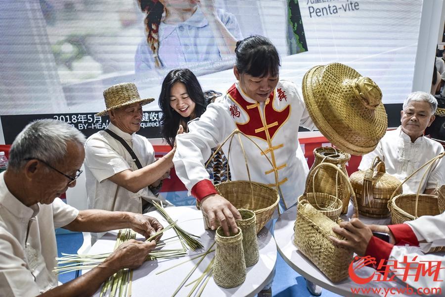2018年9月7日,2018广东旅游博览会在琶洲展馆举行。金羊网记者 宋金峪 摄 图为珠海三灶编织