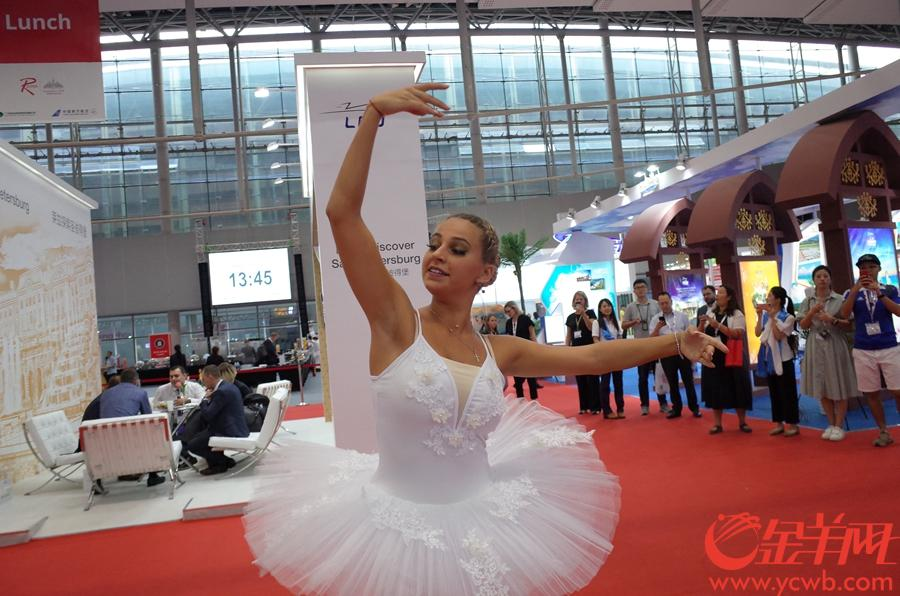 18日,世航會現場,來自聖彼得堡的芭蕾舞演員在表演。 金羊網記者 唐珩 攝