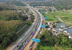 今日下午佛开高速事故导致拥堵达七公里