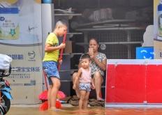 阳春城内积水已经开始缓慢下降