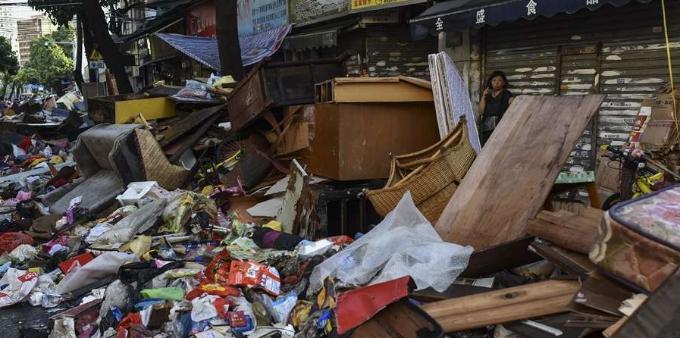 台风山竹,小港路堆满受淹物品