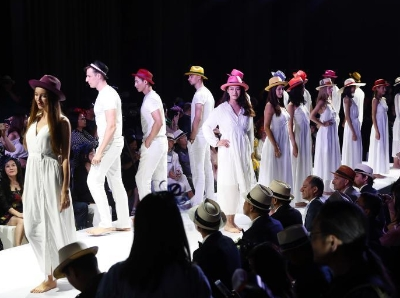 中国帽子节在京举行 各色帽子争奇斗艳
