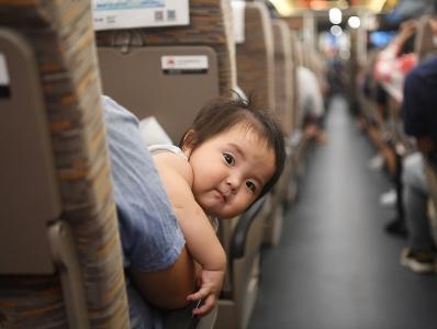 广深港高铁高铁正式开通 广州首发列车今早出发